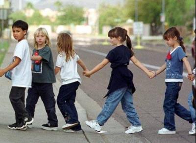 criancas_atravessar_a_rua